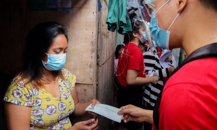 Caritas Manila distributes P20M in GCs to urban poor