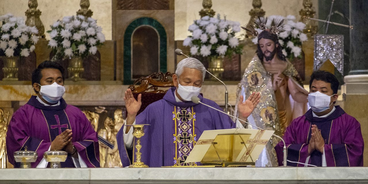 Manila bishop, clergy remember those lost to Covid-19