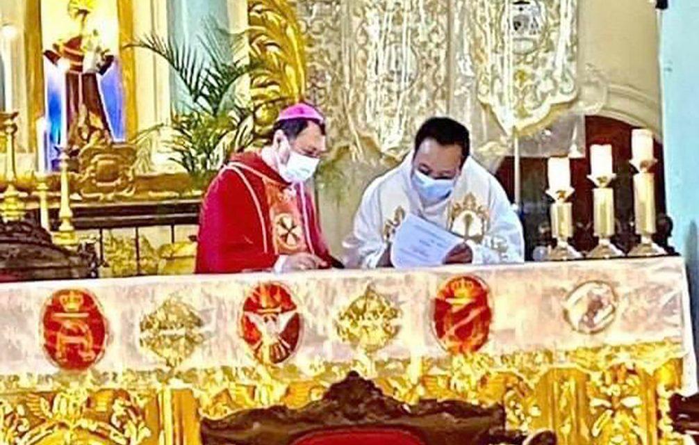 Bishop Mayugba installs new rector of Badoc Basilica