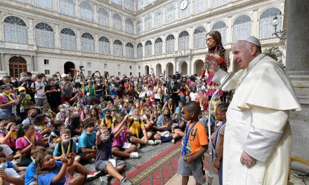 Pope Francis welcomes giant puppet to Vatican