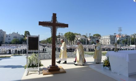 Pope Francis at International Eucharistic Congress: 'Let's make time for Adoration'