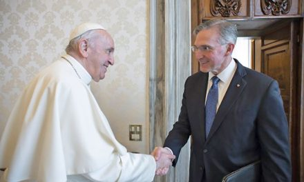Pope Francis meets Knights of Columbus leader at Vatican